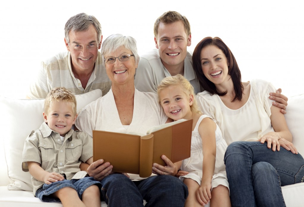 istock-picture-frame-family